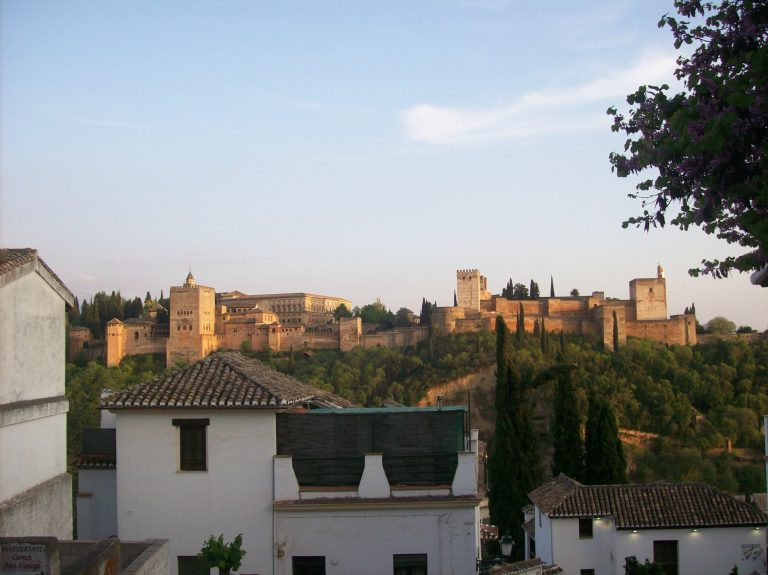 Visiter la Alhambra. Monument andalou incontournable.