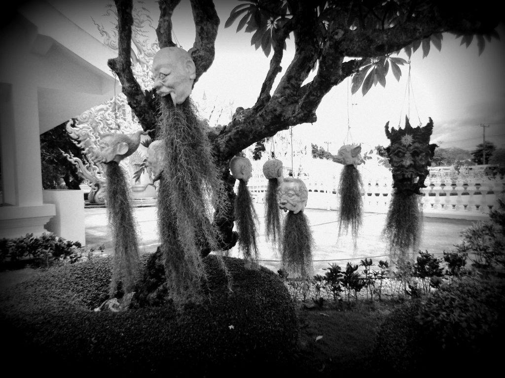 cabezas-templo-blanco